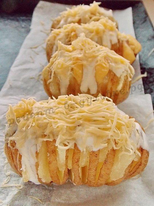 посыпаем картошку тёртым сыром