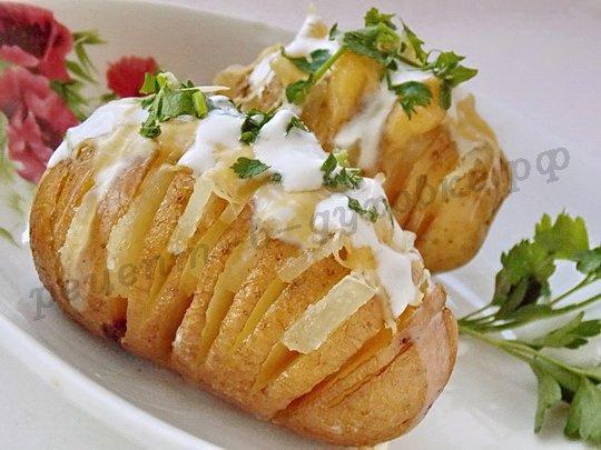 Картошка гармошка с салом и сыром