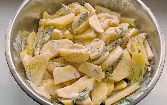 перемешаем картошку со сметаной