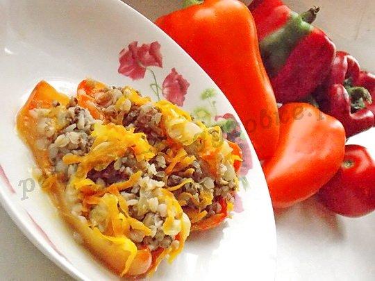 вкусный фаршированный перец с гречкой в духовке