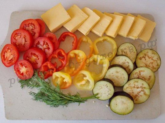 помоем и нарежем овощи кружочками