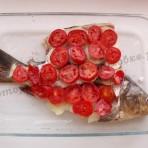 карп с помидорами в духовке