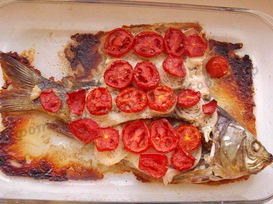 запечённая речная рыба в духовке