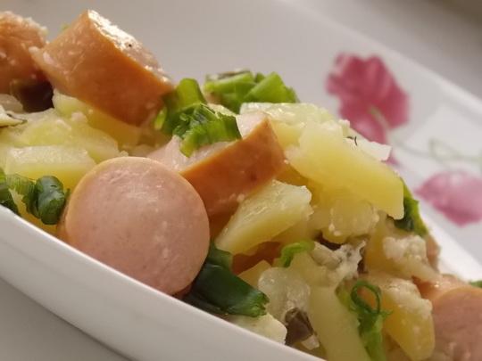 картошка с сосисками в горшочках