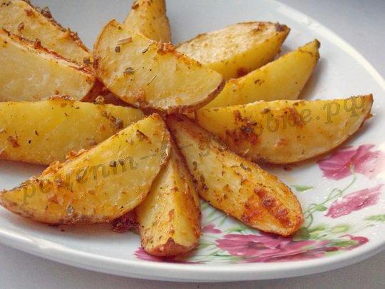 Запечённая картошка по-деревенски
