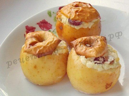 рецепт печёных яблок с творогом и изюмом