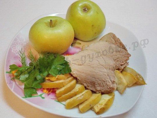 запечённая свинина с яблоками рецепт