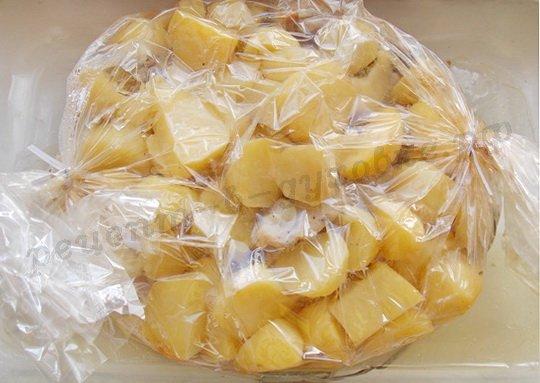 приготовление курицы с картошкой в рукаве