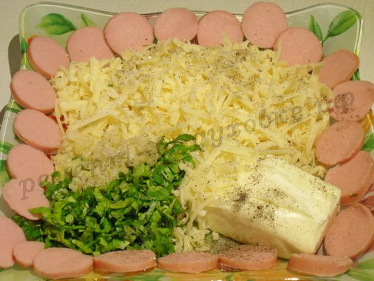подготовим сыр, зелень, сосиски