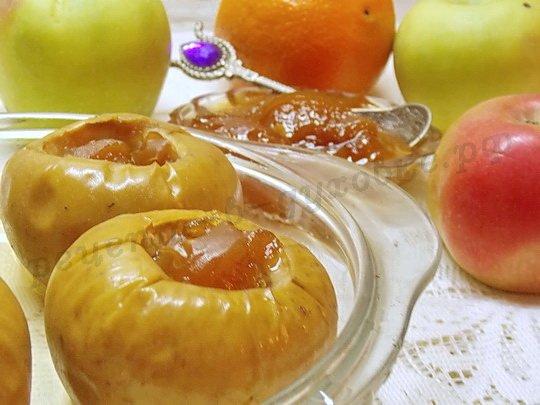 запечённые яблоки с персиковым вареньем