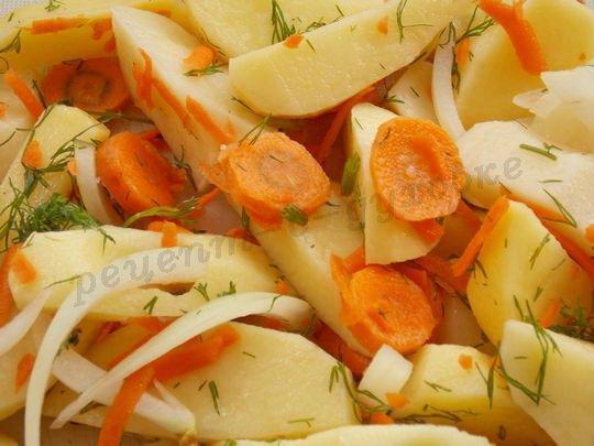 перемешаем овощи, посолим и поперчим