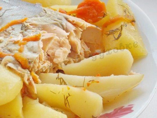 горбуша с картошкой в рукаве