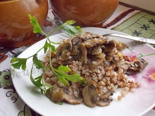 Гречка с грибами в горшочках: постно, вкусно, сытно!
