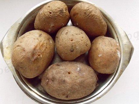 положим картошку в термостойкую посуду