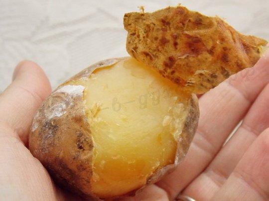 готовая картошка легко чистится