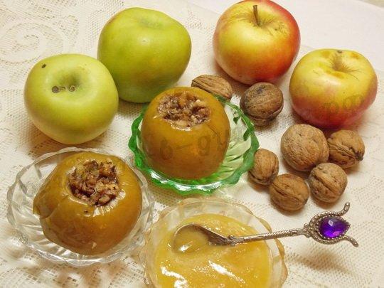 печёные яблоки с мёдом и орехами