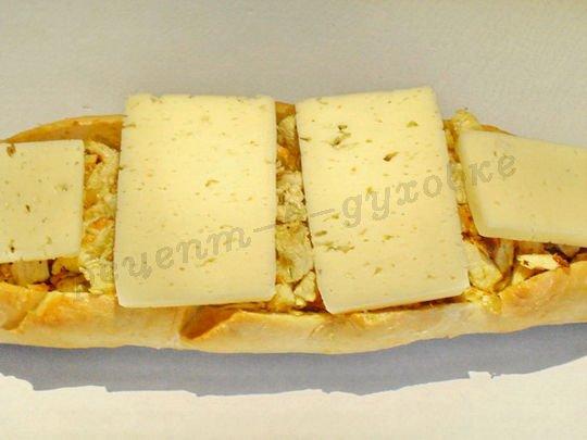 фаршируем батон и накрываем сыром