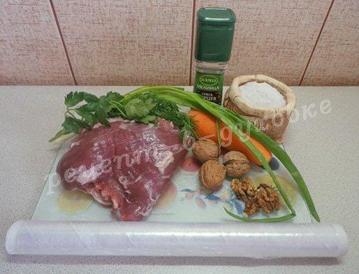 ингредиенты для мясного рулета с морковкой и орехами