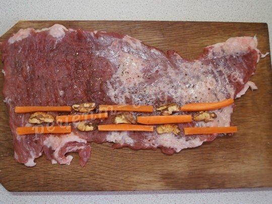 выкладываем начинку на мясо