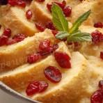 пудинг из белого хлеба с клюквой