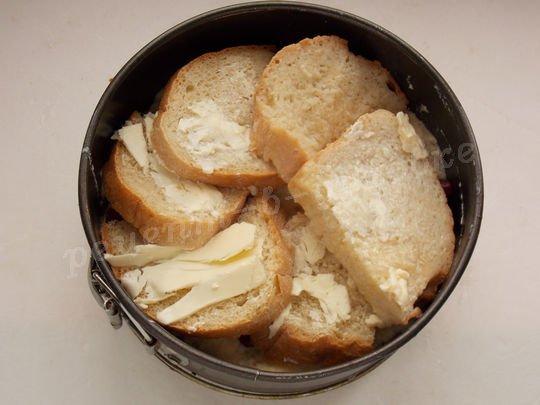 плотно выложим второй слой хлеба