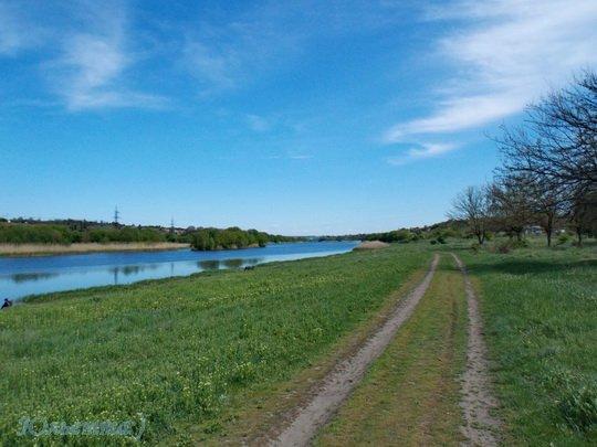 дорога вдоль речки