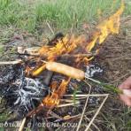 как пожарить сосиски на костре