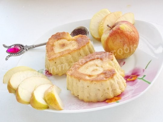 Нежный десерт - яблочный пудинг с манкой