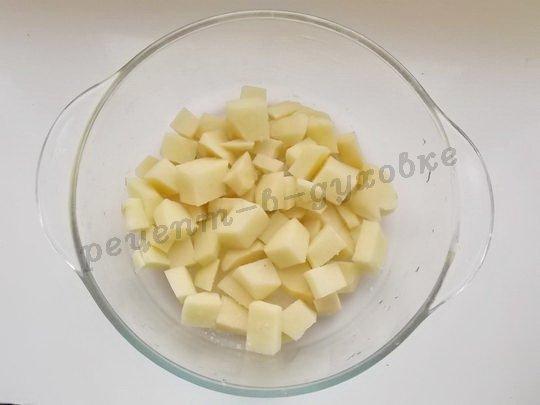 выложим на дно формы картошку