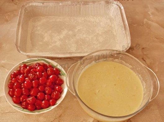подготовим тесто, вишни и форму