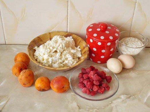 ингредиенты для сырников с абрикосами и малиной
