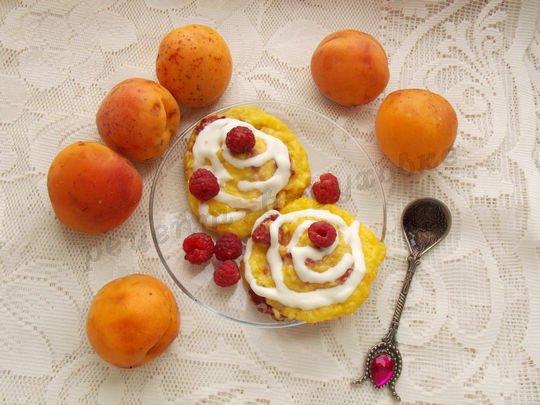 запечённые сырники с абрикосами и малиной