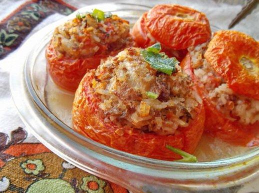 запечённые помидоры с фаршем и рисом