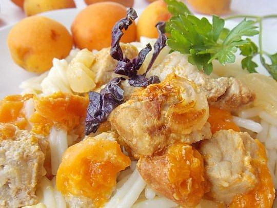 мясо с абрикосами в духовке