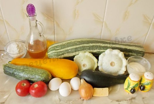 ингредиенты для кабачковых оладьев с помидорами и сыром
