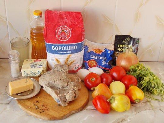 ингредиенты для говядины с овощами, сыром и сметаной