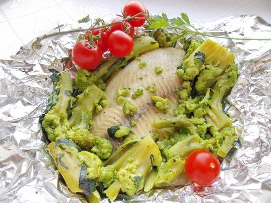 морской окунь в фольге с овощами