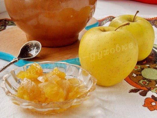 яблоки запечённые в  горшочках