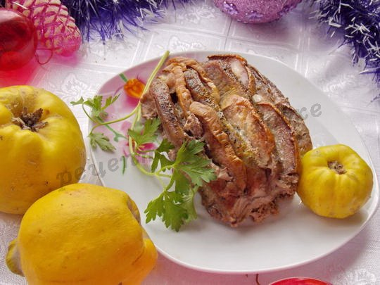 рецепт из свинины с айвой