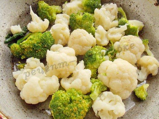 выложим капусту в форму, смазанную маслом