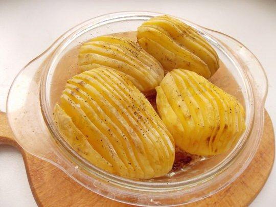 запекаем картошку до готовности