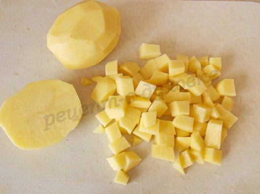 нарежем кубиками картошку