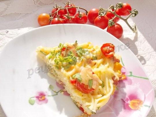 Запеканка из спагетти с колбасой,  сыром и помидорами
