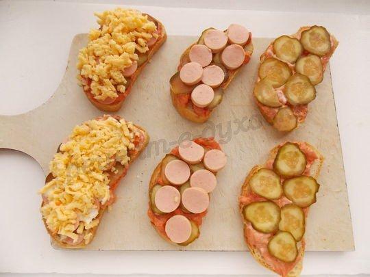 выкладываем продукты на хлеб