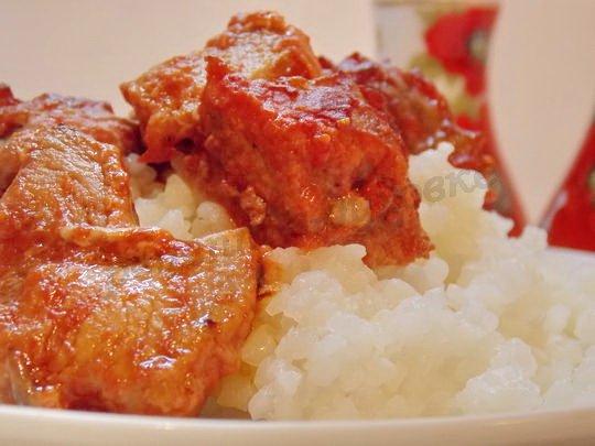 вкусное мясо в томатном соусе