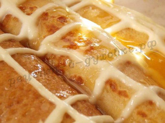 запечённые блинчики со сметаной и мёдом