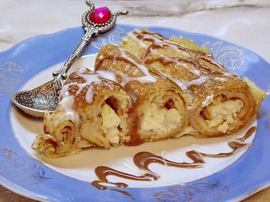 Блинный пирог-улитка с творогом