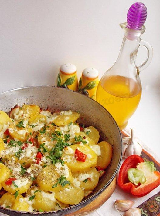 запечённая картошка с болгарским перцем и брынзой