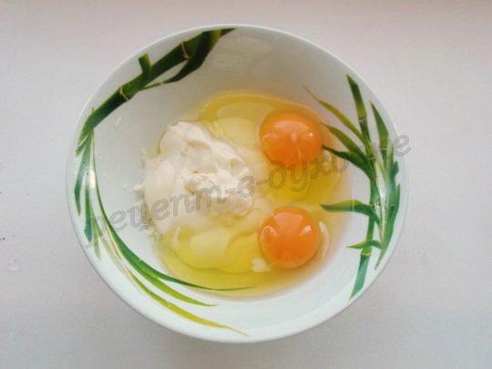 взбиваем яйца с майонезом