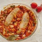 запечённая фасоль с колбасками